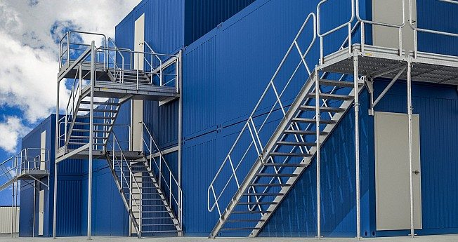Container stairs are a modular container access systems used for offices, construction sites and social spaces.