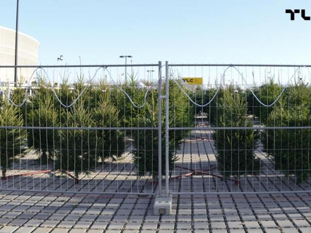 mobilt-mesh-panels-for-rent-christmas-trees-www-8