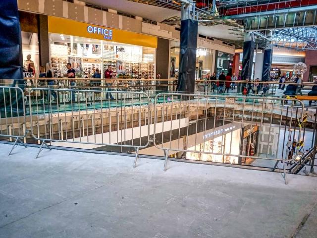 temporary-barriers-city-bonarka-cracow-poland-www-11