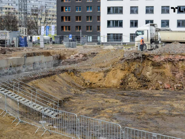 construction-site-fences-wroclaw-poland-tlc-slask-echo-www-8
