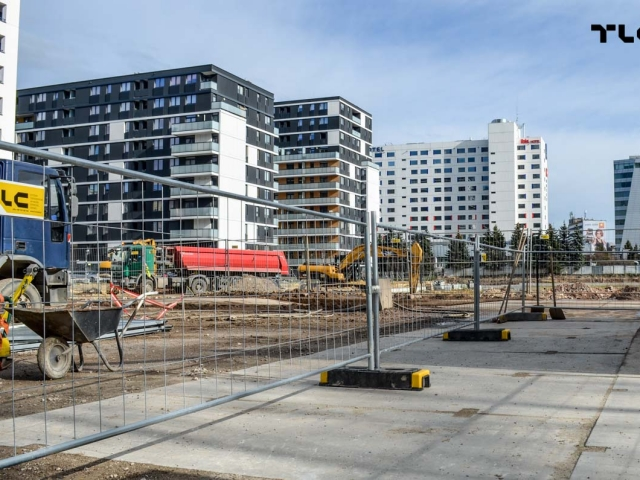 construction-site-fences-wroclaw-poland-tlc-slask-echo-www-e-1